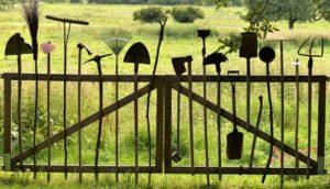 1340 x 768 gardening-tools-